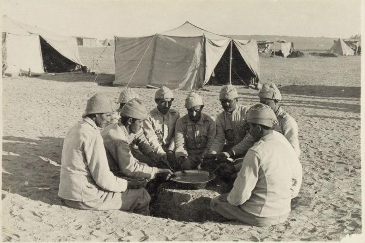 מנת המרק היומית במחנה צבא עות'מאני, 1917, המקור: ספריית הקונגרס, אוסף מאטסון