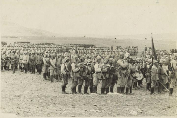 כוחות צבא עות'מאניים בעמק יזרעאל, בדרכם לפשיטה על תעלת סואץ, 1914, המקור: ספריית הקונגרס, אוסף מאטסון