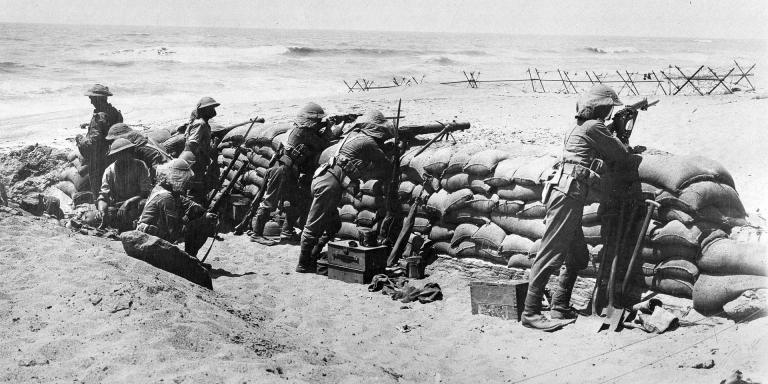 מקלענים בריטיים בקו החזית, חוף השרון בקרבת סידנא עלי, 1917